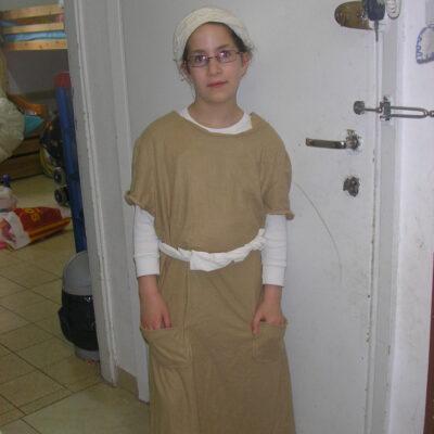 118. תחפושת של אלישבע אשת אהרון הכהן- חני פרנק