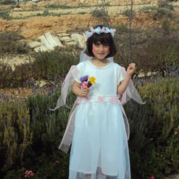 83. תחפושת של כלת הפריחה- אילנה פקטור