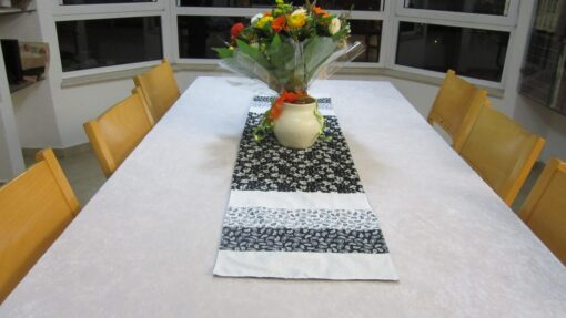 ראנר תפור מבד לשולחן