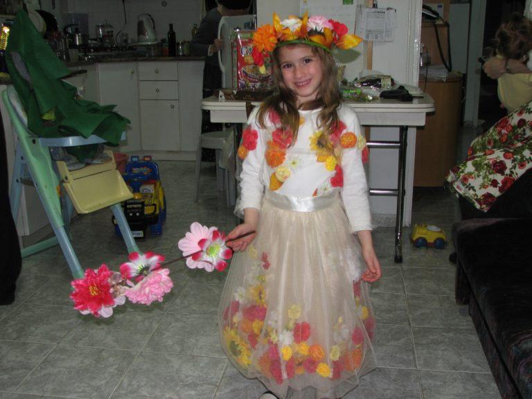 """תחפושת """"מלכת הפרחים"""" מאת אילה שפירא"""
