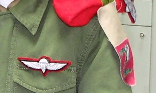 תג וסיכה לתחפושת חייל צנחנים מאת אילה שפירא