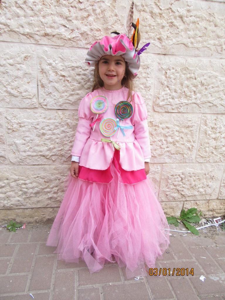 """תחפושת """"מלכת הסוכריות"""" מאת אסתר"""