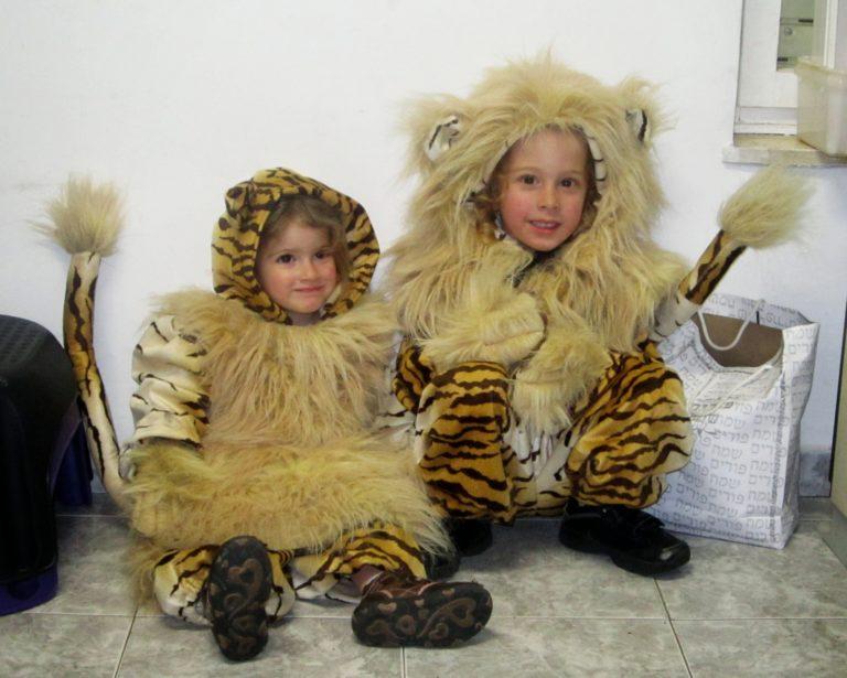 """תחפושת """"אריה ולביאה"""" מאת אילה שפירא"""