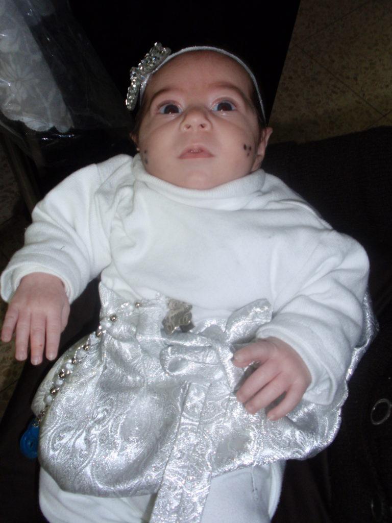 תחפושת לבנה לילדה בת חודשיים מאת אסתר