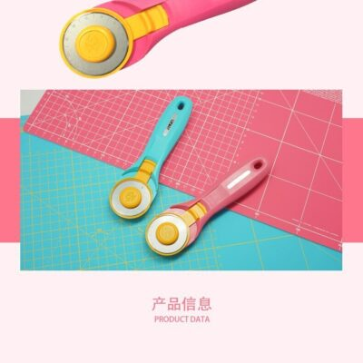 סכיני גלגלת לחיתוך בדים של חברת olfa בצבעים ורוד או תכלת